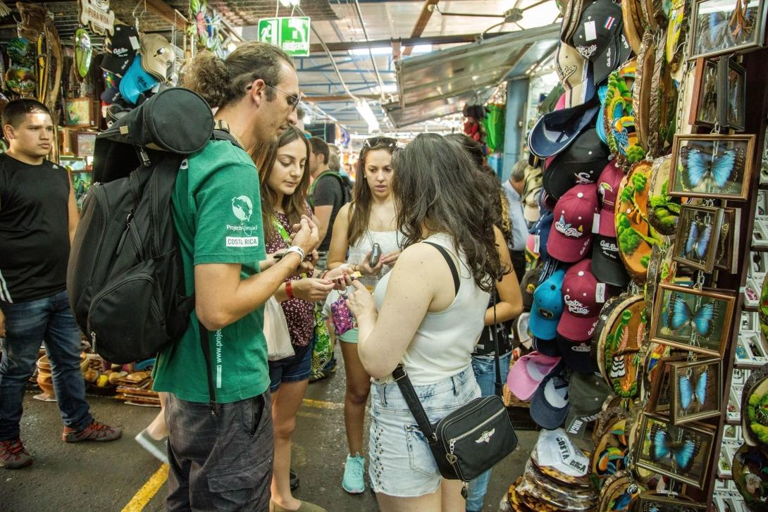 On a Spanish language project in Costa Rica, students explore local markets and practise their speaking skills.